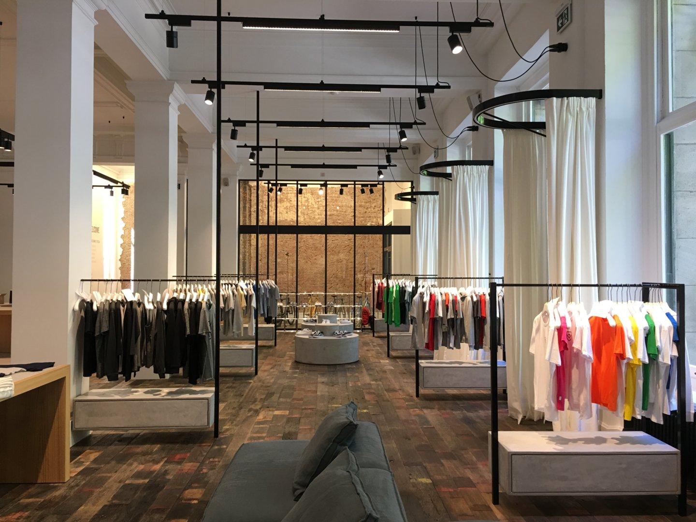 Boutique Stanley stella à Anvers. Partenaire de production de Breizh Traveller. Fabrication de vêtements en coton 100% biologique. Marque d'origine Bretonne